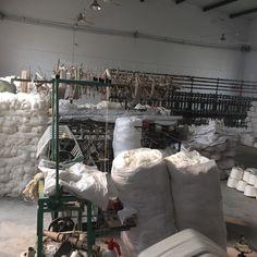 #art #woolsilkrugs #thinsilkrugs #chinesesilkrugs #kashansilkrugs #silkcarpetsandrugs #kashmirsilkrugs #handmadekashmirsilkrugscarpets #persianrugs #persianisfahanrugsforsale #whitepersianrug #roundcarpet #roundrug