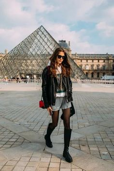 The Best Street Style at Paris Fashion Week Fall 2021 | Vogue Urban Street Style, Street Style Trends, Spring Street Style, Casual Street Style, Street Style Looks, Street Chic, Street Styles, Star Fashion, Paris Fashion