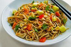 Supergezonde salade van boekweitnoedels met paprika en komkommer ♥ Foodness - good food, top products, great health