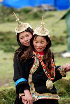 Tribal People, Sacred Art, Interesting Faces, Piece Of Clothing, People Around The World, World Cultures, Traditional Dresses, Costumes, Anthropology