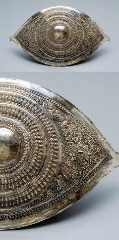 Malaysia | Belt buckle; silver with repousse decoration.  Perak Darul Ridzuan.  ca. 1926