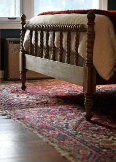 wooden bed - I grew up with spindle bed frame. Home Bedroom, Bedroom Decor, Bedroom Photos, Bedroom Rugs, Decorating Bedrooms, Master Bedrooms, Bedroom Apartment, Modern Bedroom, Bedroom Furniture