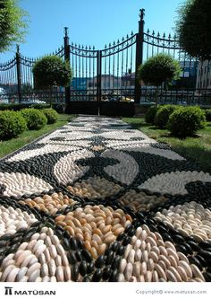 gather of creative and interesting garden path design ideas prepare great inspirations for improving garden and yard landscaping Mosaic Walkway, Pebble Mosaic, Mosaic Garden, Wood Walkway, Front Walkway, Walkway Lights, Mosaic Tiles, Path Design, Landscape Design