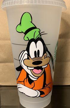 Starbucks Cup Art, Disney Starbucks, Custom Starbucks Cup, Goofy Disney, Disney Cups, Walt Disney, Personalized Starbucks Cup, Personalized Cups, Disney Water Bottle