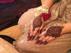 Check out the latest beauty news, tips, trends and ideas from around the world only on Newspaper Fashion! Henna Mehndi, Mehendi, Hand Accessories, Beauty News, Mehndi Designs, Wedding Events, Weddings, Tattoos, Jewelry
