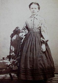CDV PHOTO, CIVIL WAR ERA, YOUNG VICTORIAN GIRL HOOP SKIRT DAY DRESS BOW
