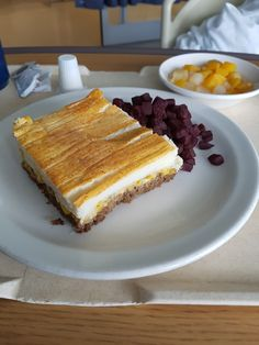 hôpital pierre-boucher  Longueuil (Québec) Hospital food Tiramisu, Restaurant, Ethnic Recipes, Food, Stone, Eten, Tiramisu Cake, Restaurants