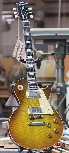 2018 Gibson Custom Historic Les Paul Standard in Royal Teaburst VOS Guitar Pics, Music Guitar, Cool Guitar, Acoustic Guitar, Art Music, Fender Telecaster, Epiphone, Gretsch, Gibson Guitars