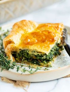 This spinach pie recipe is made with eggs, caramelized onions, gruyere cheese, and golden puff pastry. An easy side dish idea for Thanksgiving or a family dinner! Spinach Puffs Recipe, Spinach Pie, Frozen Spinach, Spinach Recipes, Vegetable Quiche, Vegetable Side Dishes, Side Dishes Easy, Puff Pastry Recipes, Pie Recipes