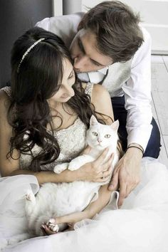 Drop Everything You're Doing and Look at These Wedding Photos Featuring a Couple and Their Cats Cat Wedding, Dream Wedding, Wedding Ideas, Wedding Planning, Grumpy Cat Disney, Cat Movie, Cat Couple, Wedding Photography Styles, Shooting Photo