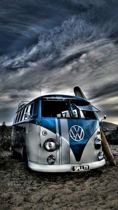 Beach Kombi and old surfboard by Nicolas Oats Volkswagen Bus, Volkswagen Karmann Ghia, Vw T1, Vw Camper, Combi Wv, Bmw Wallpapers, Girls Driving, Vw Vintage, Splash Photography