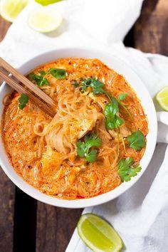 20-Minuten Thai Salmon Soup. Dieses 10-Zutaten Rezept ist schnell, einfach und immer wieder gut - Kochkarussell.com