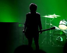 green and shadow... great combo~Jazeebelle