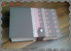 Das war eine extra Bestellung von meiner Tochter   für Ihre Studienbibel:   ein Buchumschlag genäht aus Westfalenstoffen,   verziert  m...