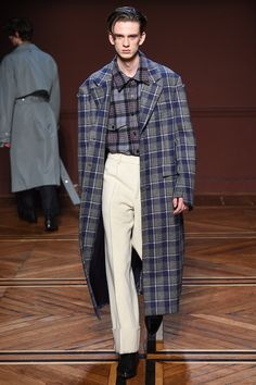 Wooyoungmi Fall 2018 Menswear Fashion Show Collection  See the complete  Wooyoungmi Fall 2018 Menswear collection 3d32a1d191