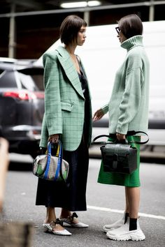 Street style fashion 547187423477586856 - Attendees at New York Fashion Week Spring 2020 – Street Fashion Source by FayonaAmg New York Fashion, Fashion Week, Spring Fashion, Winter Fashion, Crazy Fashion, India Fashion, Japan Fashion, 70s Fashion, French Fashion