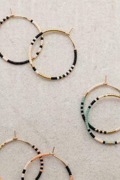 Diy Earrings Easy, Bead Earrings, Earrings Handmade, Handmade Wire Earrings, Handmade Jewelry Bracelets, Trendy Jewelry, Handmade Jewellery, Beaded Jewelry Designs, Wire Jewelry