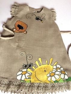 Natural baby tunic with painted Bumbble Bee, Flowers and Bear - Dress Painting, T Shirt Painting, Fabric Painting, Hand Painted Dress, Painted Clothes, Girls Lace Dress, Little Girl Dresses, Baby Girl Fashion, Kids Fashion