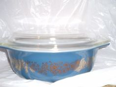 Vintage-Rare-Pyrex-Casserole-Dish-and-lid-Blue-with-gold-flowers
