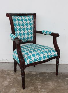 love this tiffany blue houndstooth chair