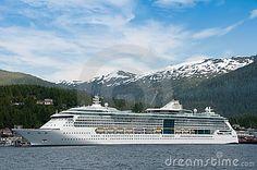 Navigação do navio de cruzeiros em Alaska