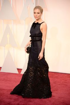 Sienna Miller in Oscar de la Renta and Forevermark diamond jewelry - Photo: Getty Images