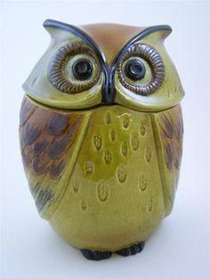Vintage Metlox owl cookie jar. He's watching as your weight grows...