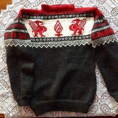 Endelig er denne ferdig og klar til bruk! Liverpool Fc, Knitting Patterns, Knitting Ideas, Crochet Hooks, Sweaters, Sport, Fashion, Tejidos, Crochet
