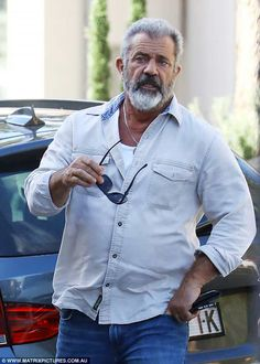 Braveheart's back in town! Mel Gibson, cut a casual figure on Sunday as he stepped out for lunch in Sydney, Australia Viejo Hollywood, Hollywood Actor, Hollywood Stars, Beard Styles For Men, Hair And Beard Styles, Goatee Styles, Mad Max Mel Gibson, Mel Gibson Beard, Celebrities Then And Now
