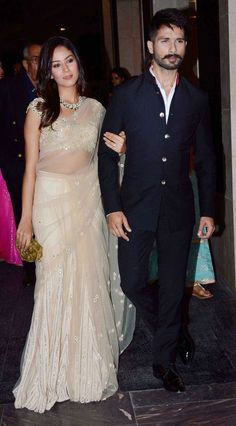 Mira Rajput and Shahid Kapoor make a starry entry (Photo: Yogen Shah) Mens Indian Wear, Indian Groom Wear, Indian Men Fashion, Indian Attire, Wedding Dresses Men Indian, Wedding Dress Men, Indian Dresses, Indian Outfits, Indian Clothes