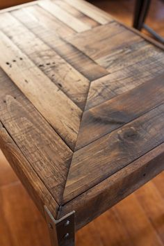 Repurposed Pallet Wood Desk with Metal Legs by kensimms on Etsy, $195.00  Dying for this table