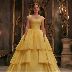 Emma Watson Belle costume Beauty and the Beast 2017 Emma Watson Beauty And The Beast, Beauty And The Beast Dress, Disney Beauty And The Beast, Beauty And The Beast Costumes, Emma Watson Dress, Emma Watson As Belle, Robes Disney, Costume Design, Hermione