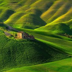 Old farm in the Tuscany grasslands