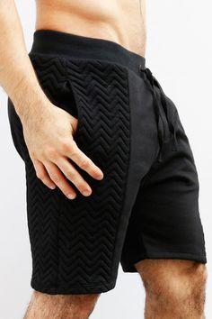 pantaloneta negra acolchada by IAN – urbanwear.co Crop Top Outfits, Cool Outfits, Urban Fashion, Mens Fashion, Camisa Polo, Drawstring Pants, Sport Shorts, Apparel Design, Streetwear Fashion