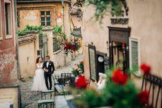 Cauti idei pentru o locatie de sedinta foto dupa nunta? Arunca un ochi pe link pentru a vedea fotografiile realizate de noi la Sighisoara. Best Memories, Street View, Dresses, Vestidos, Dress, Gown, Outfits, Dressy Outfits