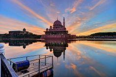14 Rays Part 2 | Putra Mosque | Putrajaya, Malaysia #rays #sunrise #calm #lake #reflection #colour #putrajaya #mosque