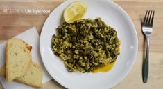 Traditional recipe for spinach rice. Apart from tasty and affordable food, it is very nutritious and healthy. Suitable for vegetarians, vegans and not only. Carolina Rice, Spinach Rice, Fresh Bread, Vegans, Feta, Food To Make, Greek, Vegetarian, Tasty