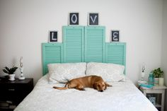 Are you searching for some amazing DIY headboards for inspiration? 5 Gorgeous and simple DIY headboard projects for you to consider! Vintage Shutters, Diy Headboards, Headboard Ideas, Teal Headboard, Light Headboard, Shutter Headboards, Dorm Room Designs, Diy Décoration, Home Projects