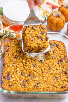 Pumpkin baked oatmeal with chocolate chips - a favorite fall breakfast that's gluten free and can be made ahead! Pumpkin and chocolate chip baked oatmeal is a favorite fall breakfast! Fall Recipes, Whole Food Recipes, Cooking Recipes, Amish Recipes, Recipes With Pumpkin, Dutch Recipes, Recipes Dinner, Dinner Ideas, Fall Breakfast