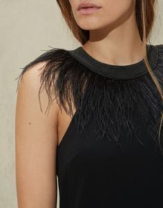 Evening dresses for women made with precious yarns. Discover Brunello Cucinelli collection on the online boutique. Trend Fashion, Fashion Details, Look Fashion, Diy Fashion, Fashion Outfits, Womens Fashion, Crochet Headband Pattern, Crochet Shirt, Feather Jewelry