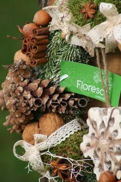 Vánoční věnec na dveře Christmas Wreaths, Christmas Ornaments, Burlap Wreath, Holiday Decor, Home Decor, Christmas Garlands, Xmas Ornaments, Homemade Home Decor, Holiday Burlap Wreath