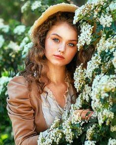 napsugar1958 - Women - lány virágokkal Beautiful Girl Image, Gorgeous Women, Amazing Photography, Photography Poses, Romantic Girl, Girls With Flowers, Spring Photos, Foto Art, Lany