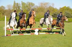@Horse Rangers tweets Thanks @Mountain Horse UK & @Lester Bowden for sponsoring new jackets for HRA's stable staff.