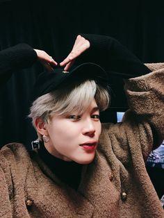 Find images and videos about kpop, bts and jungkook on We Heart It - the app to get lost in what you love. Jimin Selca, Bts Bangtan Boy, Park Ji Min, Foto Bts, K Pop, Bts Twt, K Wallpaper, Korean Boy, Les Bts