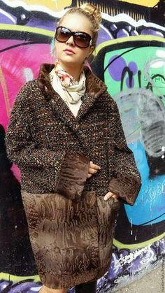 Купить или заказать Зимняя шуба- пальто стиль CHANEL с каракульчой СВАКАРА в интернет-магазине на Ярмарке Мастеров. Потрясающе красивая и неповторимая шуба- пальто с мехом ,стиль Chanel.Каракульча свакара swakara и пальтовый материал Chanel.Длина 95 см.Поставлен утеплитель шерстепон. Цельнокроенный рукав. Свободный размер. Тенденция показа высокой моды 2016-2017 года.