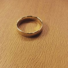 9ct gold mens wedding band