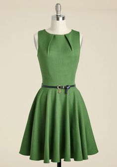 If you've been searching for a charming new frock, then you're in luck! The A-line silhouette and pleated details of this gorgeous grass-green dress flaunt effortless femininity, while the golden lock and key dangling from its navy belt add a wink of unexpected chic. Wearing this pocketed piece by Closet London is always a fashionable chance worth taking!