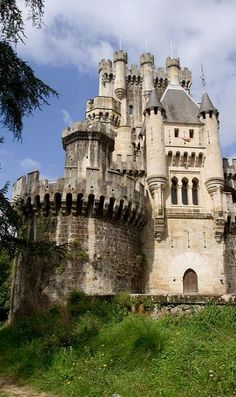 Castillo de Butron, Spain. ✥