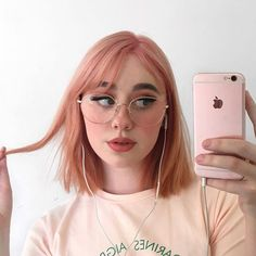 🌸 💕 aesthetics i aspire to be in 2019 hair make up, girls ma Pink Short Hair, Pink Hair, Aesthetic Hair, Aesthetic Makeup, Model Tips, Eye Makeup, Hair Makeup, Trending Haircuts, Dream Hair