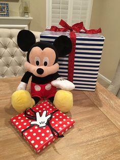Birthday gifts Disney Reveal, Disney Cruise, Minnie Mouse, Birthday Gifts, Chair, Disney Characters, Furniture, Home Decor, Birthday Presents